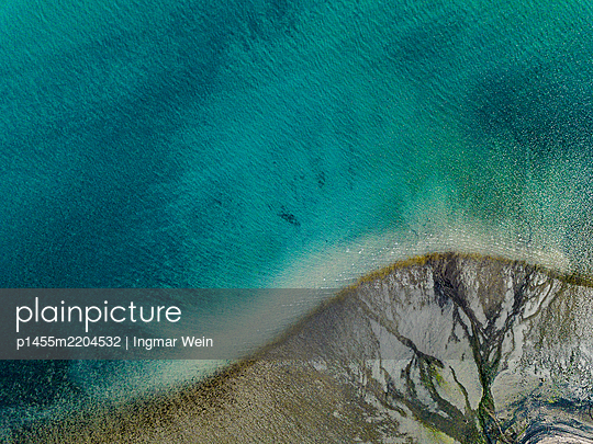 Water surface and shoreline, aerial view - p1455m2204532 by Ingmar Wein