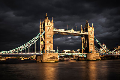 UK, London, view to Tower Bridge at sunset, long exposure - p300m1047878f by Michael Zwahlen