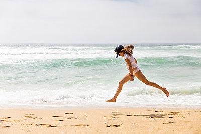 Girl at the beach - p756m2054506 by Bénédicte Lassalle