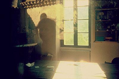 """Fenster, Drehort zu """"La belle noiseuse"""" - p9791063 von Holger Gruss"""