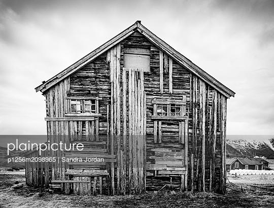 Abandoned House - p1256m2098965 by Sandra Jordan