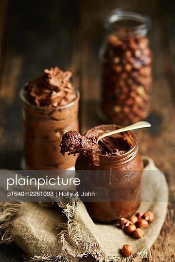 Homemade chocolade spread - p1640m2261093 by Holly & John