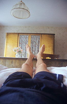 Erschöpft in einer Pension - p2600050 von Frank Dan Hofacker