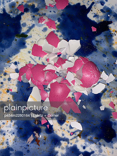 Abstract Easter  - p454m2280164 by Lubitz + Dorner