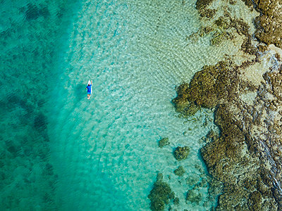 Aerial view of surfer, Sumbawa, Indonesia - p300m2155488 by Konstantin Trubavin