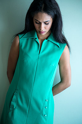 Dark-haired woman in turquoise dress - p427m1556722 by Ralf Mohr