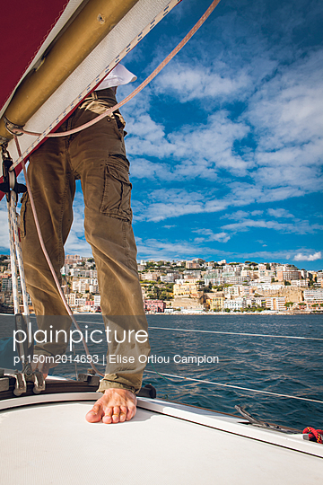 Sailor on sailing boat - p1150m2014693 by Elise Ortiou Campion