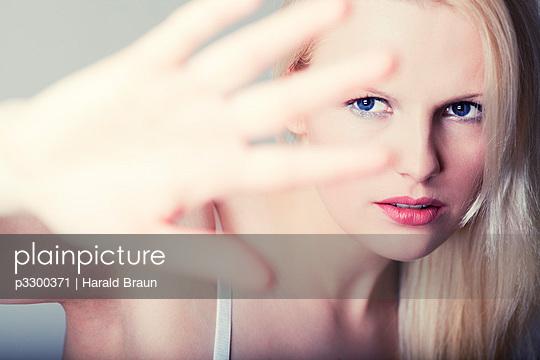 Blonde Frau - p3300371 von Harald Braun