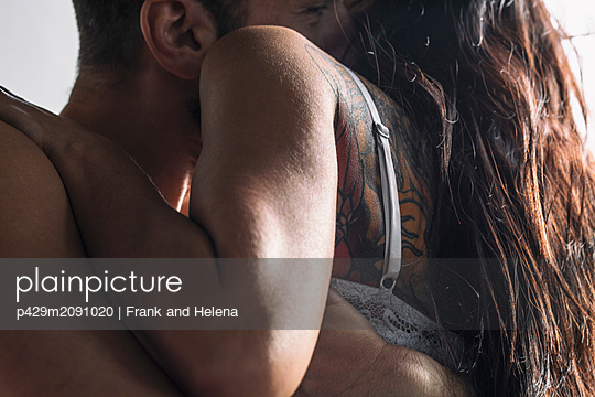 Semi-naked hipster couple bonding at home - p429m2091020 by Frank and Helena