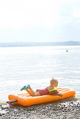 Summer holiday - p454m1190355 by Lubitz + Dorner