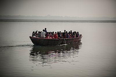 Crowded boat - p1007m1144392 by Tilby Vattard