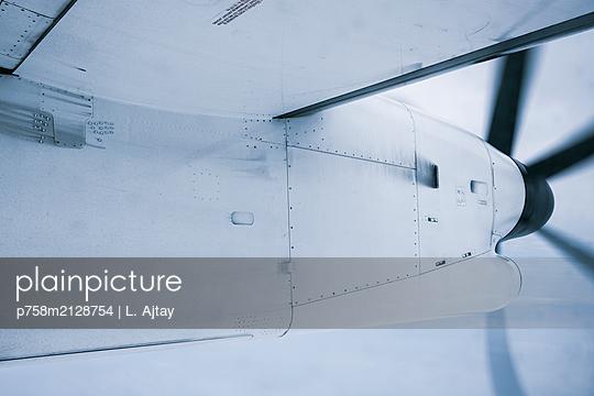 Propellerflugzeug - p758m2128754 von L. Ajtay