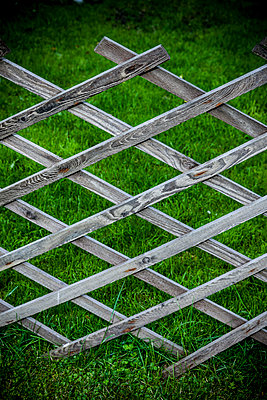 Garden fence - p248m1051749 by BY