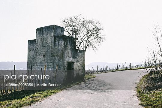 Bunker im Weinberg - p1088m2008356 von Martin Benner