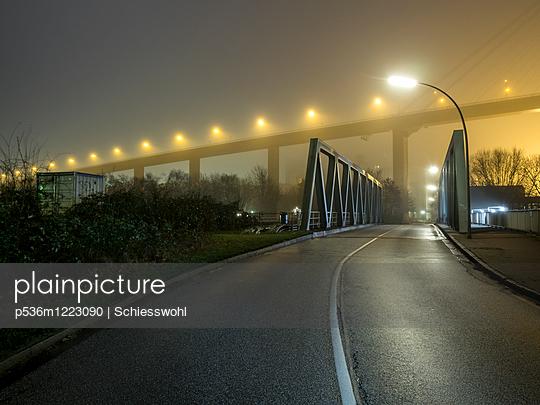 Brücke - p536m1223090 von Schiesswohl