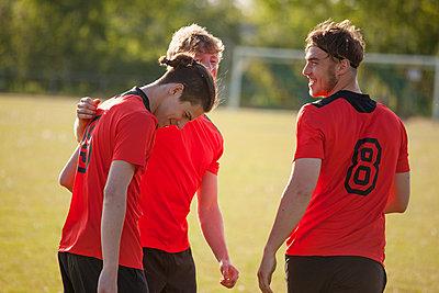 Happy sports team on field - p301m1102056f by Halfdark