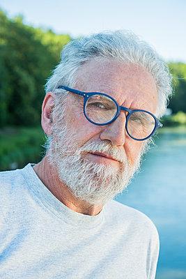 blaue Brille - p954m1588989 von Heidi Mayer