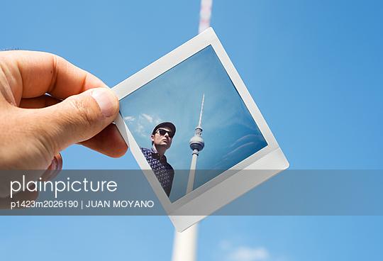 Polaroid des Berliner Fernsehturms - p1423m2026190 von JUAN MOYANO