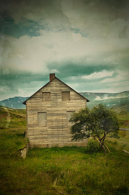 Abandoned house - p470m934105 by Ingrid Michel