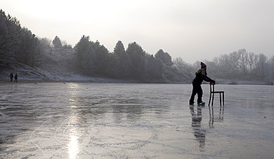 Learn how to ice skate - p896m835015 by Anke Teunissen