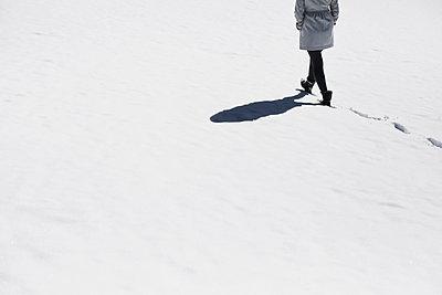 Spaziergang im Winter - p1006m891389 von Danel