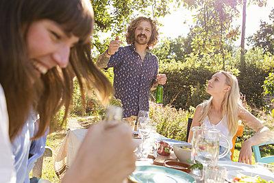 Garden party - p788m2037458 by Lisa Krechting
