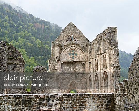 Klosterruine in den Französischen Alpen - p1124m1150076 von Willing-Holtz