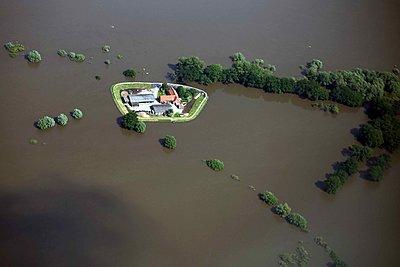 Überschwemmter Bauernhof - p1016m1590773 von Jochen Knobloch