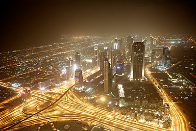 View over Dubai from the Burj Khalifa at night - p5862873 by Kniel Synnatzschke