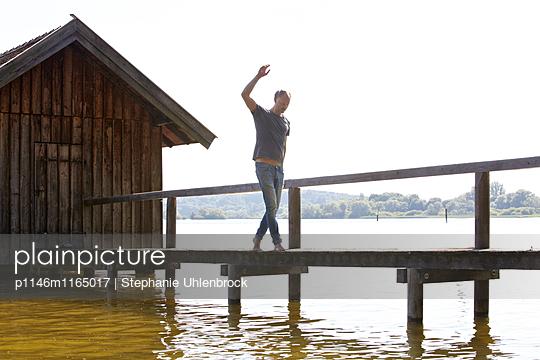 Auf dem Steg balancieren - p1146m1165017 von Stephanie Uhlenbrock