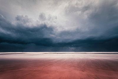 Stormy weather - p1176m963297 by Valentin Weinhäupl