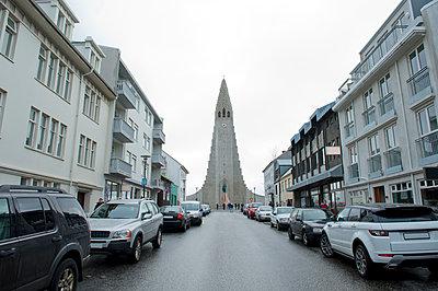 Monument overlooking Reykjavik city street, Hofudborgarsvaedi, Iceland - p555m1415706 by Pete Saloutos