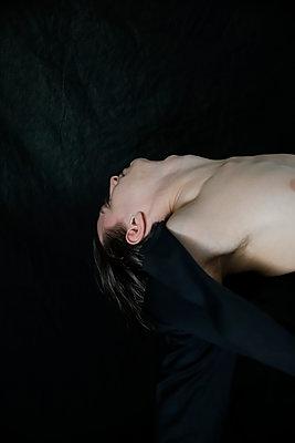Shirtless man - p1105m2211499 by Virginie Plauchut