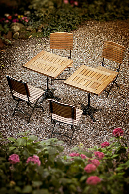 High angle view of garden table and chairs - p1072m829463 by Neville Mountford-Hoare