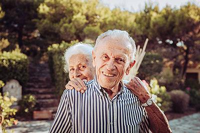 Greece, Senior couple, portrait - p713m2283560 by Florian Kresse