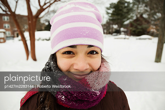 Portrait of teenage girl wrapped up for winter snow - p1427m2283144 by Roberto Westbrook