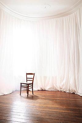 Weißer Raum - p438m917225 von Laura Petermann