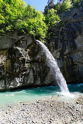 Wasserfall - p606m1462355 von Iris Friedrich