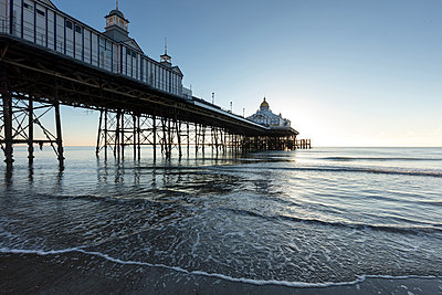 Eastbourne Pier, Eastbourne, East Sussex, England, United Kingdom, Europe - p871m1498192 by Lee Frost