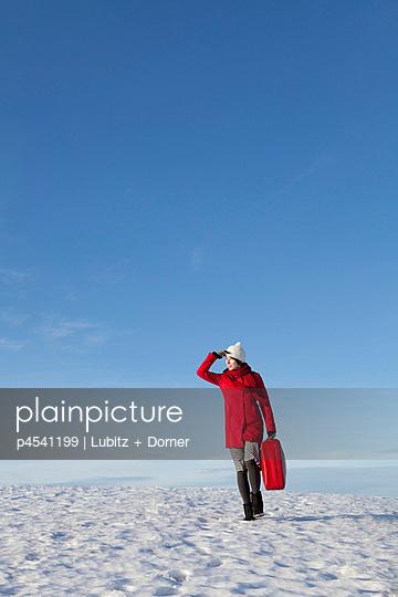 Durch den Winter ziehen - p4541199 von Lubitz + Dorner