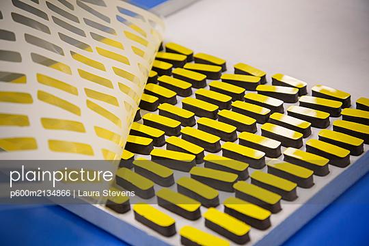 Luxusschokolade - p600m2134866 von Laura Stevens