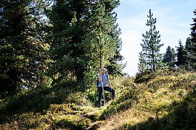 Wandern in den Bergen - p1222m2126509 von Jérome Gerull