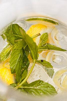 Drink - p280m1083929 von victor s. brigola