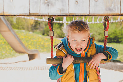 Portrait of blond little boy on a playground - p300m2160568 by Irina Heß
