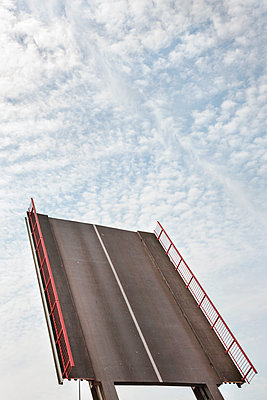 Draw Bridge - p836m1468075 by Benjamin Rondel