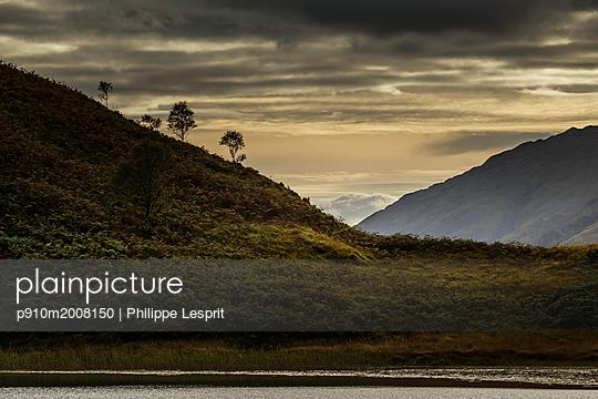 West Highland Way, Glenfinnan, Loch - p910m2008150 von Philippe Lesprit
