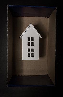 Wooden white house inside the box - p1623m2220038 by Donatella Loi