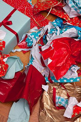 Christmas overkill - p454m668247 von Lubitz + Dorner