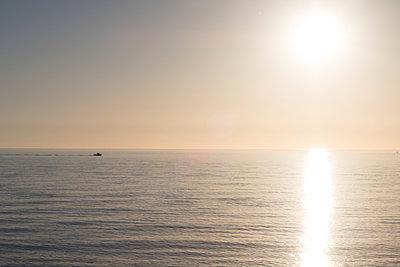 Sonnenuntergang über dem Meer - p930m1222007 von Phillip Gätz