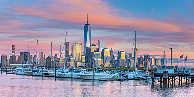 USA, New York, Manhattan, Lower Manhattan and World Trade Center, Freedom Tower across Hudson River from Harismus Cover, Newport, New Jersey - p651m2007110 by Alan Copson